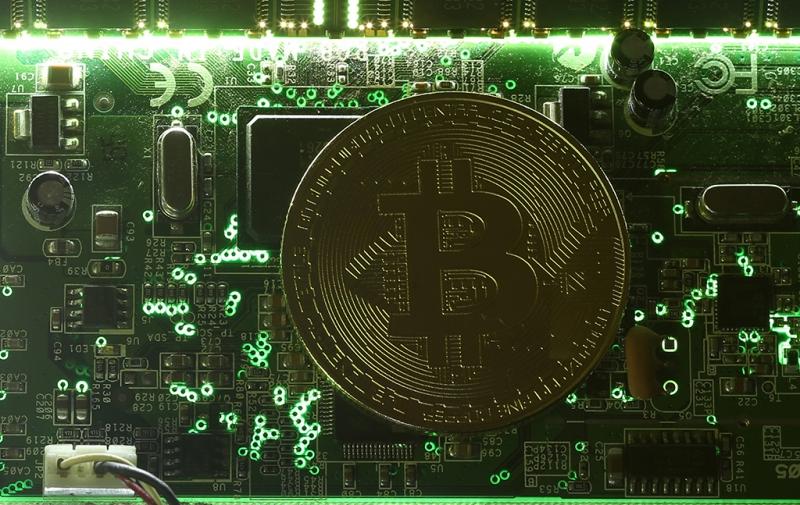 Глава Минкомсвязи объяснил, почему не считает биткоин настоящей валютой